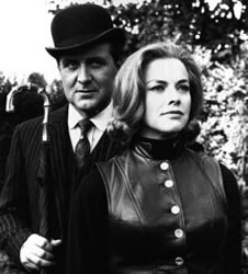 John Steed og Cathy Gale, spilt av Patrick Macnee og Honor Blackman