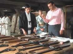 Tanaka og Bond og en masse våpen
