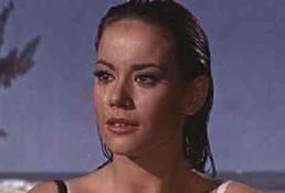 Domino Derval, spilt av Claudine Auger