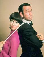 Babara Feldon som Agent 99 og Don Adams som Max Smart