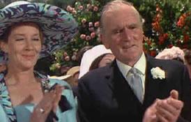 Moneypenny og Q i Bonds bryllup