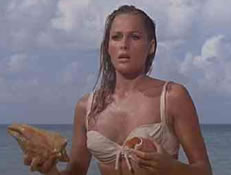 Honey Ryder, spilt av Ursula Andress