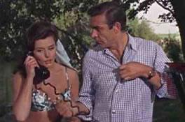 Trench prøver å fortelle at Bond er opptatt