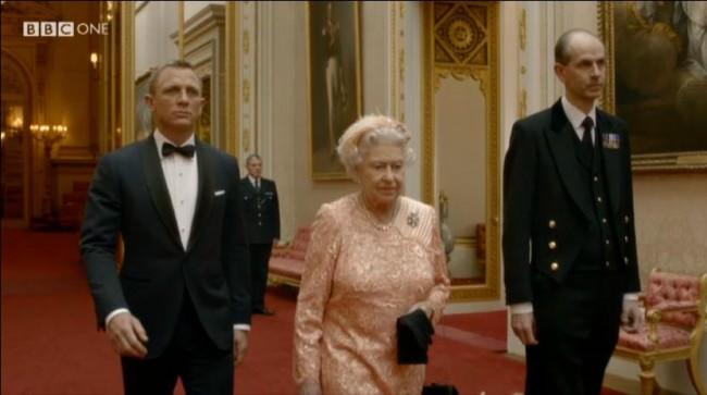 James Bond (Daniel Craig) og dronning Elizabeth