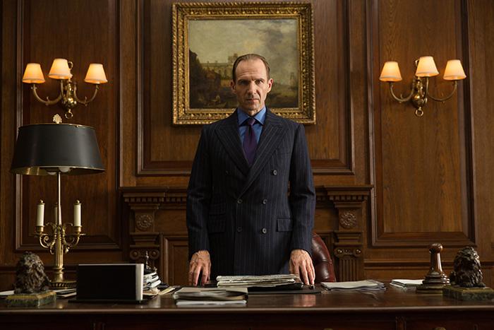 M (Ralph Fiennes) i Spectre (2015)